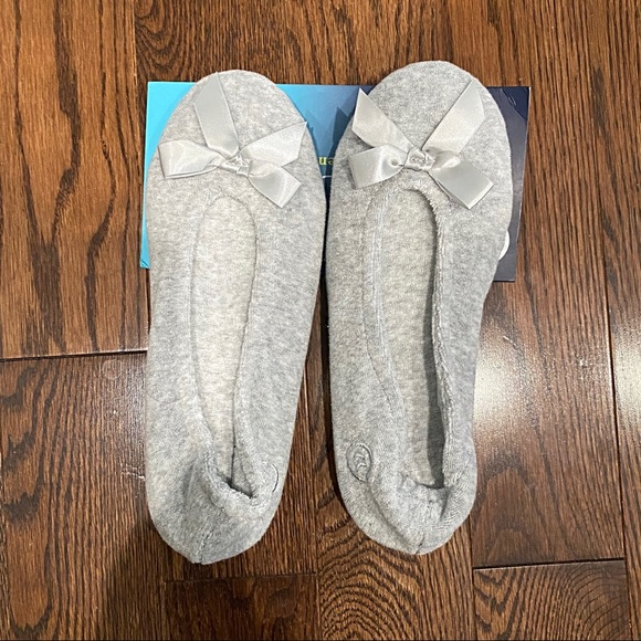 🚫SOLD🚫 NWT {Isotoner} Slippers, 6.5-7.5 (M)